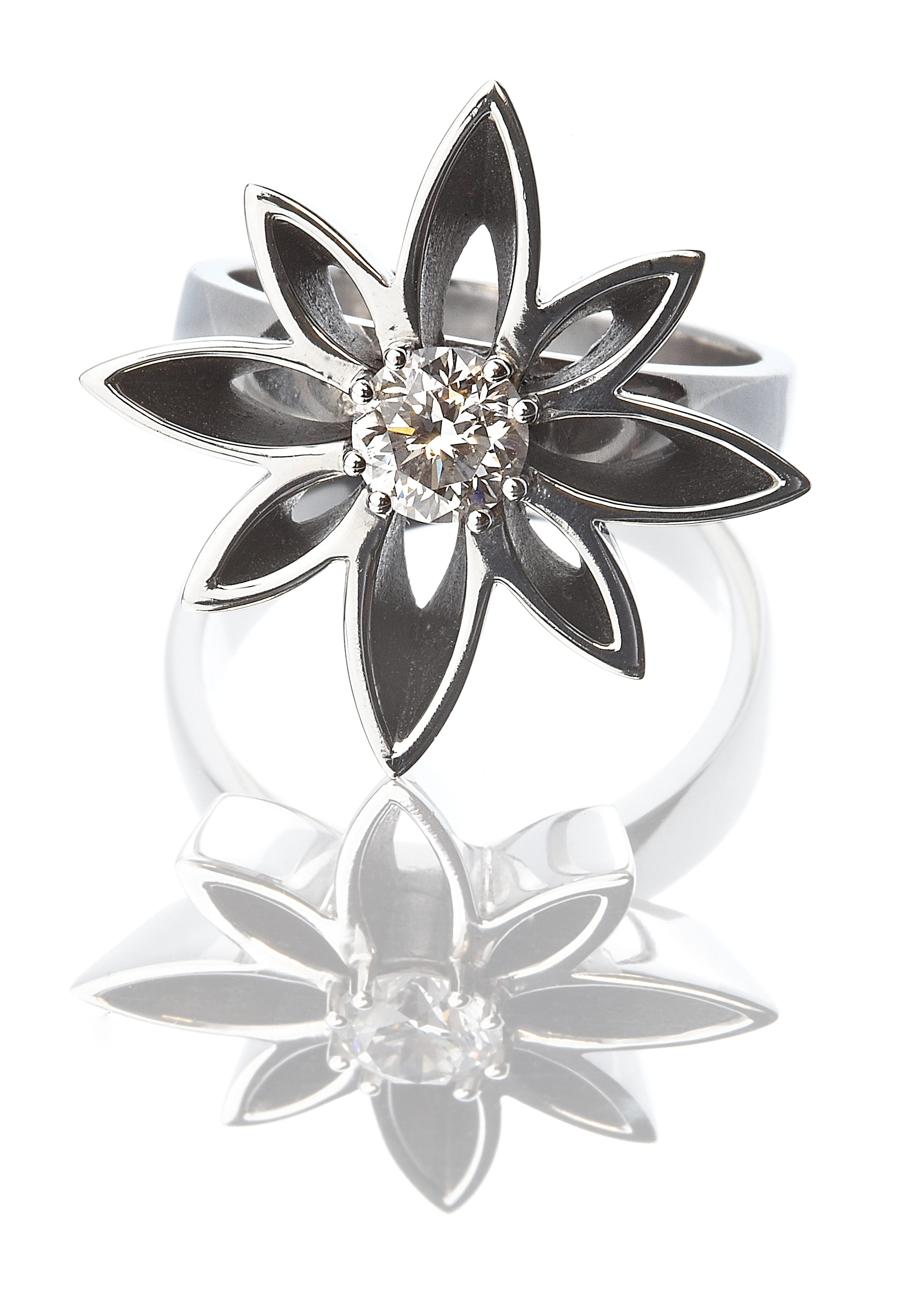 WYLDE FLOWER DIAMOND® AT THE ROYAL CRESCENT HOTEL
