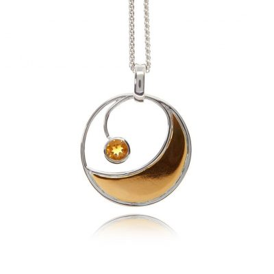 Round statement citrine gold pendant