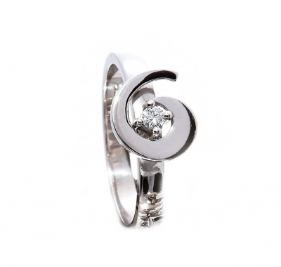 Diamond solitaire swirl ring