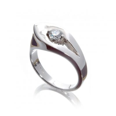 Plain assymetric leaf inspired Wylde Flower Diamond ring