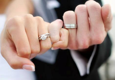 delicate unbiased to news brilliant size guide earth engagement ring guys s hand blog woman a guy insta buying capture with halo for rings