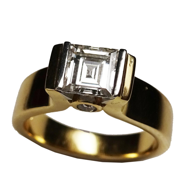 Wylde Offer 3 (Bristol): 18ct yellow/white gold, diamond square cut ring