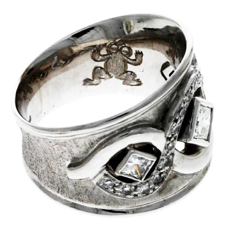 18ct white gold, diamond set dress ring with 'Frog' engraving