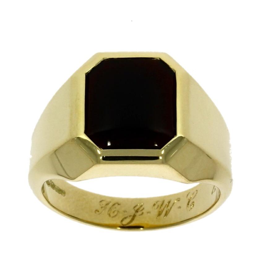 18ct yellow gold, black onyx signet ring