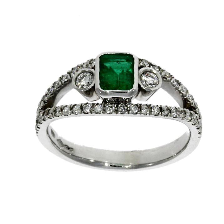 Platinum, emerald & diamond dress ring