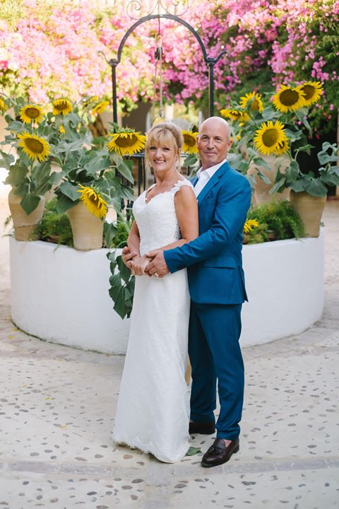 wedding photography photographer sunflowers sunflower bride groom couple goals photo