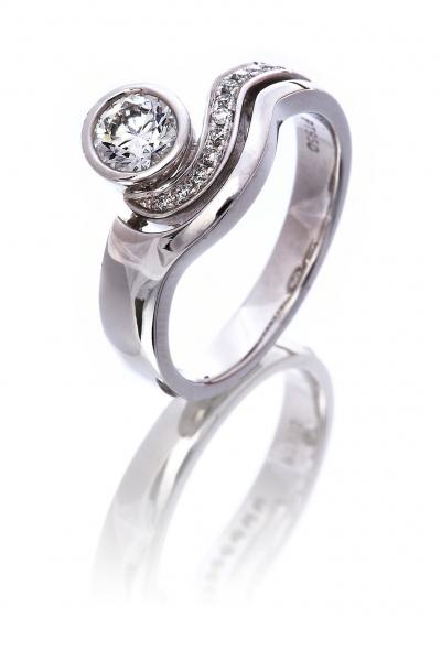 Diamond fourteen stone ring