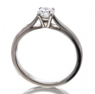 Diamond round solitaire ring
