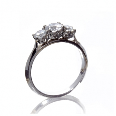 The Wylde Flower Diamond® Petal graduating 3 stone ring
