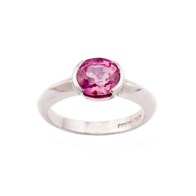Spinel set ring