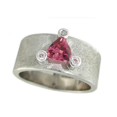 Tourmaline and pink diamond ring