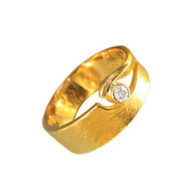 Gold single diamond wedding ring