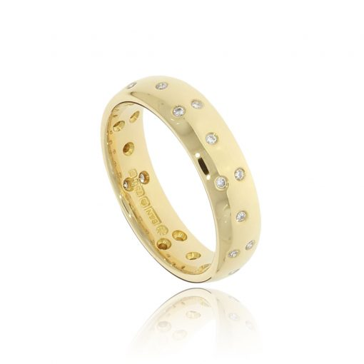 Unusual and unique scattered sparkly diamond gold ring
