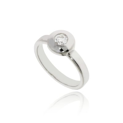 round white diamond rubover metal edge polished ring illusion set ring