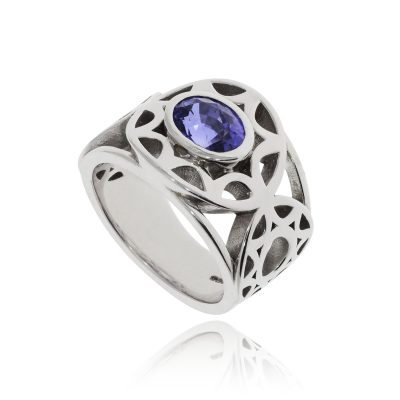 18ct white gold oval sapphire blue stone celtic cut out ring