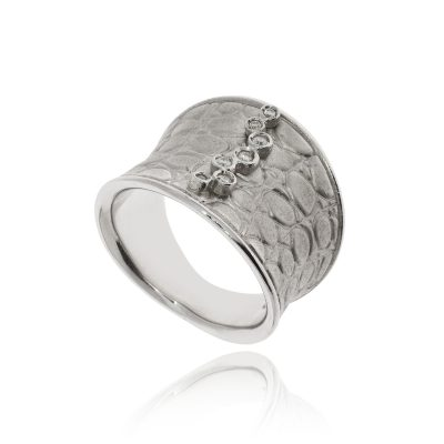 snakeskin texture diamond ring seven diamonds rubover white gold 18ct