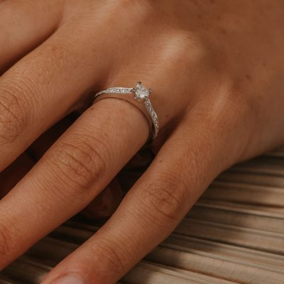 diamond ring diamond shoulders platinum white metal
