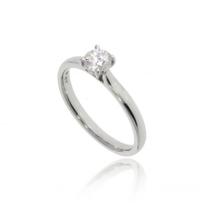 classic diamond engagement ring round stone soliaire platinum