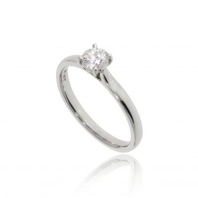 classic diamond engagement ring round stone soliaire platinum