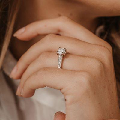 engagement rings large stone diamond shoulders 1ct diamond ring platinum white metal
